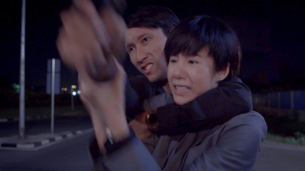 """03 """"สน เอสเธอร์"""" ชุลมุน วิ่งหนีตาย ถูกคนร้ายไล่ยิง"""