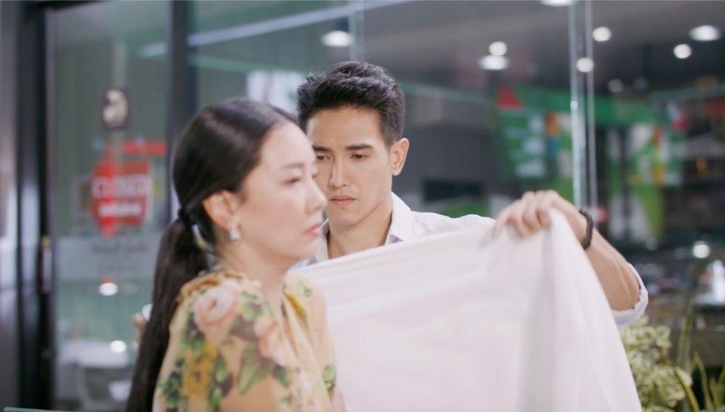 ภาพ กีอต เอาผ้าขนหนูห่มให้ นุ่น