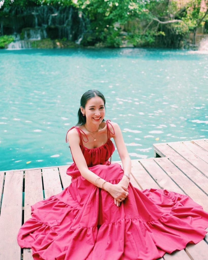 ภาพ แพท ในชุดแดง